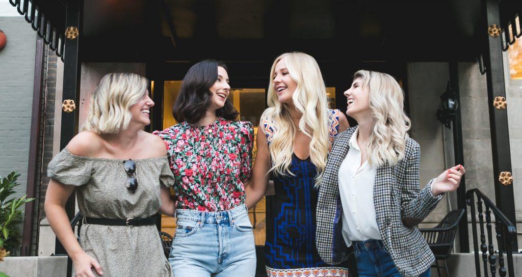 quatre femmes qui rigolent