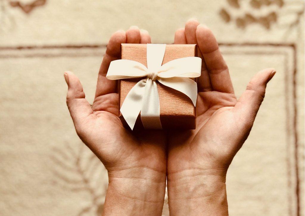 Cadeau pour tous, timide, cadeau