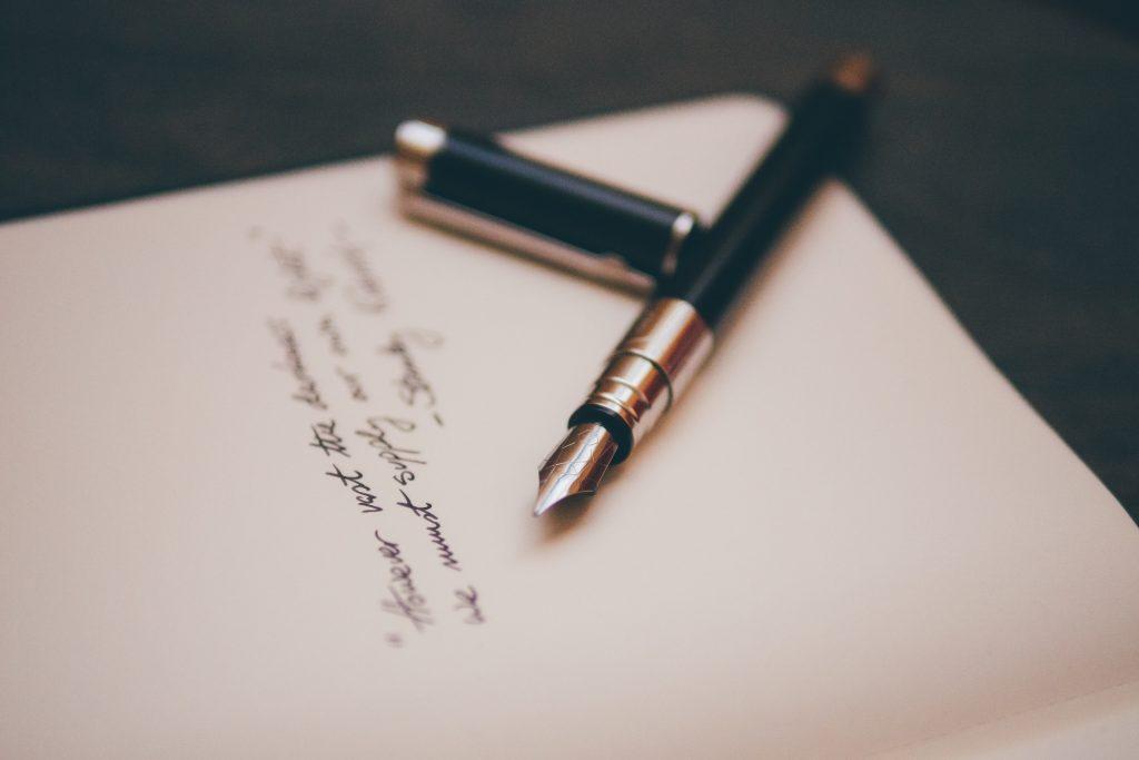 Cadeau pour tous, offrir un poème, stylo